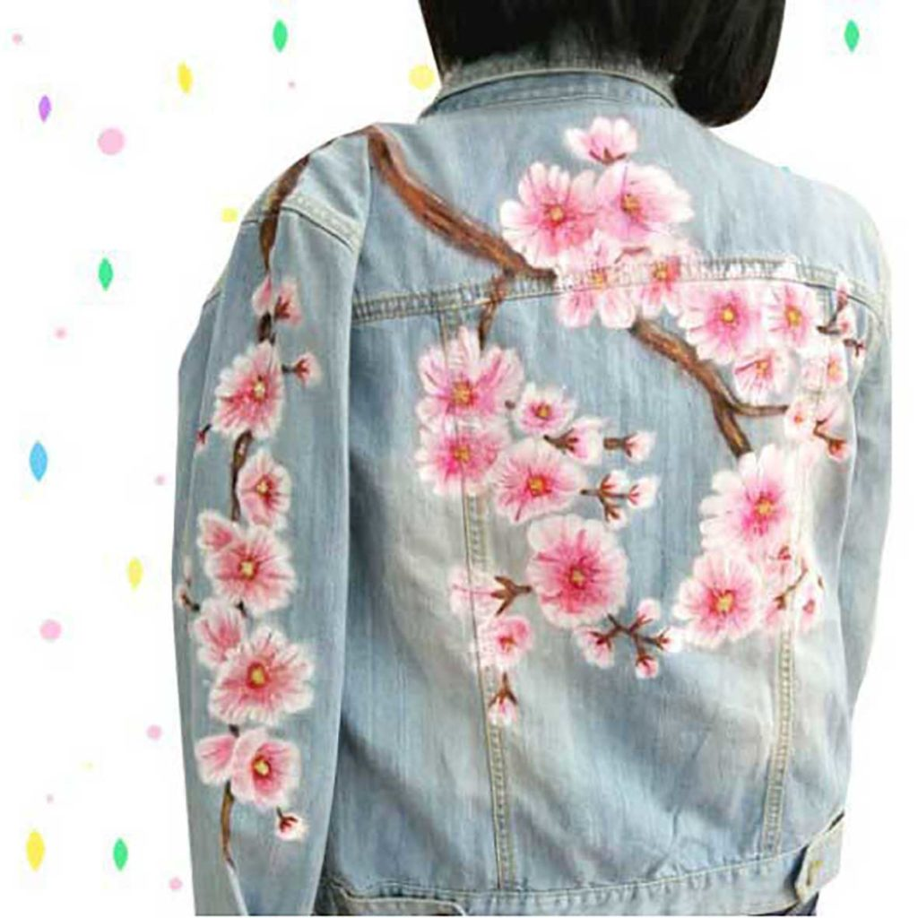 Jacket hand painting by people with hearing impairment