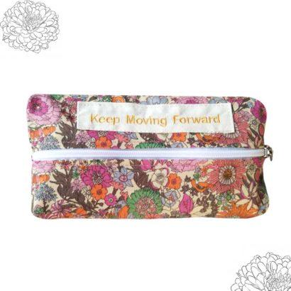 Tissue case with zipper